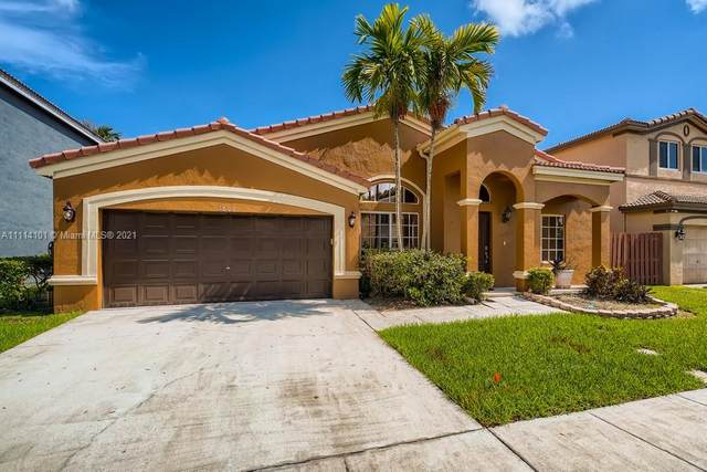 1606 SW 108th Terrace, Davie, FL 33324 (MLS #A11114101) :: Green Realty Properties