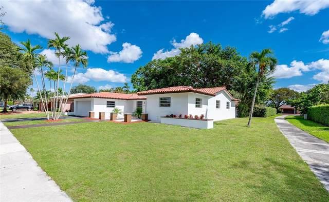 14111 Cypress Ct, Miami Lakes, FL 33014 (MLS #A11114499) :: Albert Garcia Team