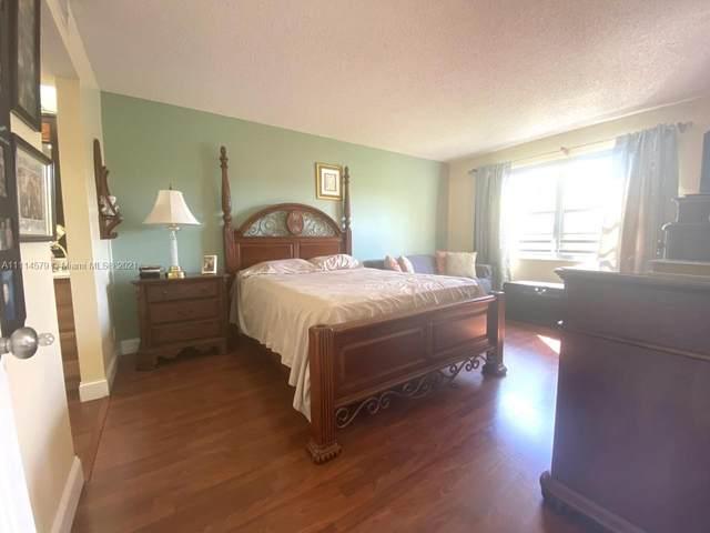12900 SW 13th St 204E, Pembroke Pines, FL 33027 (MLS #A11114579) :: Green Realty Properties