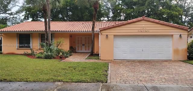 15251 Durnford Dr, Miami Lakes, FL 33014 (MLS #A11115242) :: Albert Garcia Team