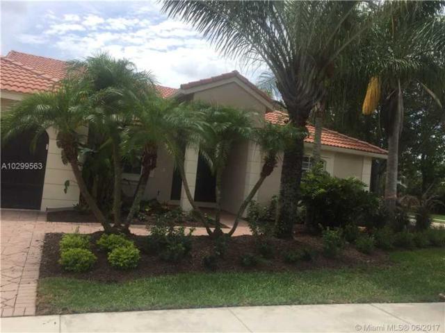 704 Lake Blvd, Weston, FL 33326 (MLS #A10299563) :: The Chenore Real Estate Group