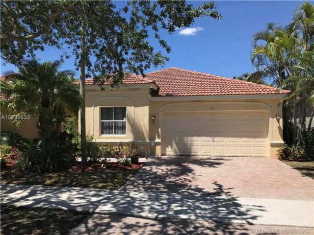 941 Tanglewood Cir, Weston, FL 33327 (MLS #A10299633) :: Green Realty Properties