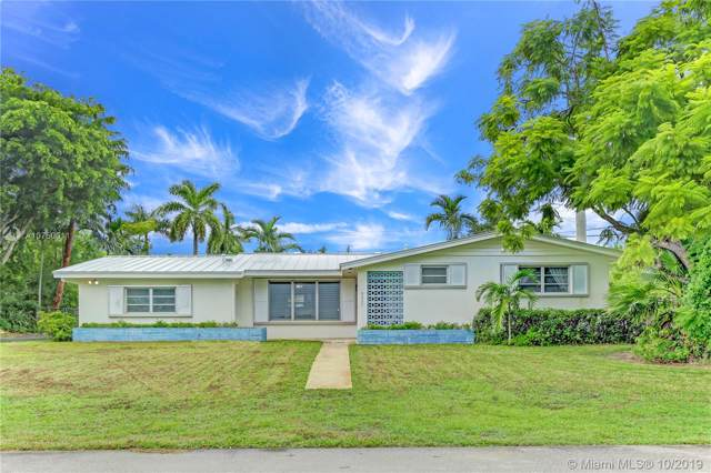 9225 SW 149th St, Miami, FL 33176 (MLS #A10750011) :: The Erice Group