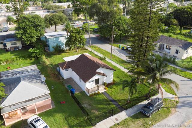 401 NW 82nd Ter, Miami, FL 33150 (MLS #A10763983) :: Albert Garcia Team