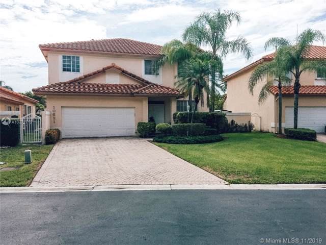 10621 NW 54th St, Doral, FL 33178 (MLS #A10772712) :: Berkshire Hathaway HomeServices EWM Realty