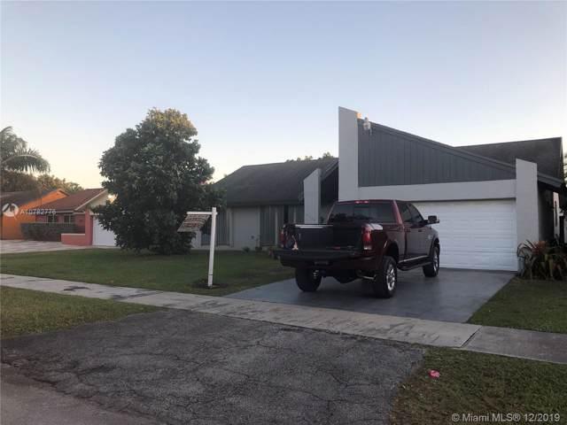 9334 SW 170th Ln, Palmetto Bay, FL 33157 (MLS #A10782776) :: The Adrian Foley Group
