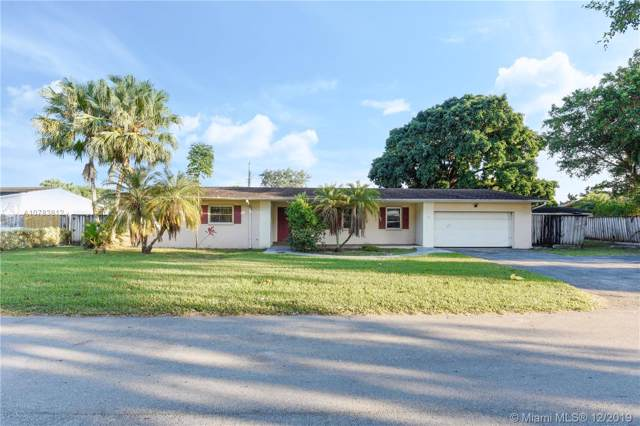 9780 SW 141st Dr, Miami, FL 33176 (MLS #A10783812) :: The Riley Smith Group