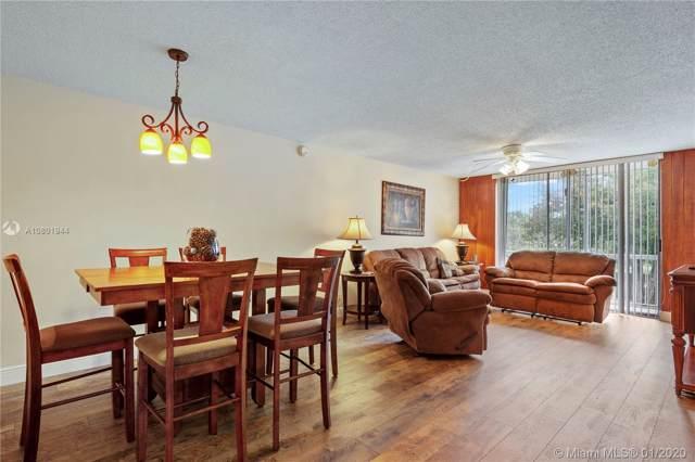 7173 Orange Dr 220B, Davie, FL 33314 (MLS #A10801944) :: Castelli Real Estate Services