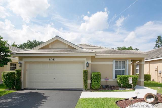 9041 N Lake Park Cir N, Davie, FL 33328 (MLS #A10807147) :: The Levine Team
