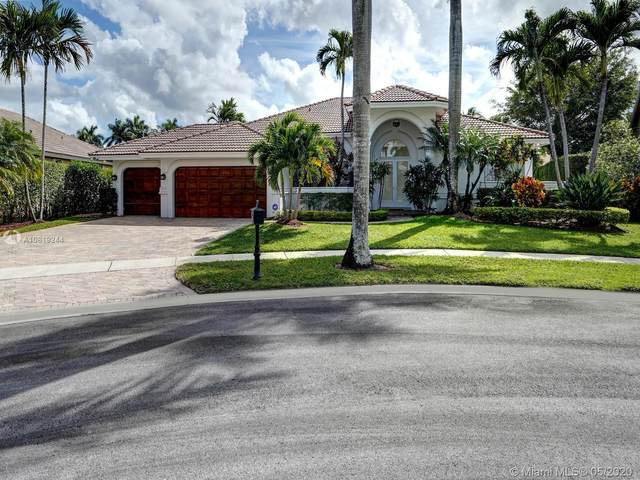 320 Windmill Palm Ave, Plantation, FL 33324 (MLS #A10819244) :: The Teri Arbogast Team at Keller Williams Partners SW