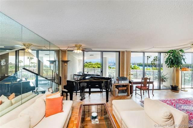 2901 S Bayshore Dr 4C, Coconut Grove, FL 33133 (MLS #A10824148) :: Carole Smith Real Estate Team