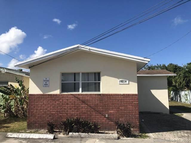 2219 Garfield St, Hollywood, FL 33020 (MLS #A10838189) :: Berkshire Hathaway HomeServices EWM Realty