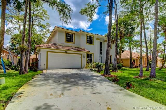 5220 NW 66th Ave, Lauderhill, FL 33319 (MLS #A10853043) :: Berkshire Hathaway HomeServices EWM Realty