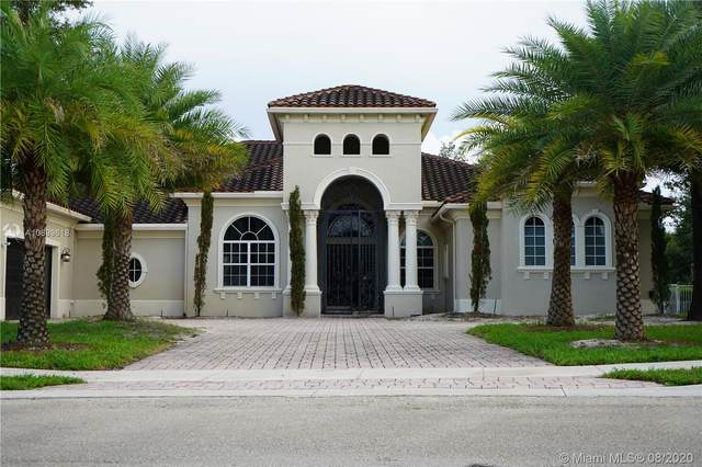 12922 Grand Oaks Dr, Davie, FL 33330 (MLS #A10899618) :: Green Realty Properties