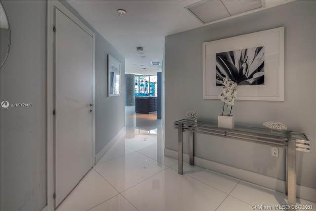200 Biscayne Boulevard Way #4102, Miami, FL 33131 (MLS #A10912689) :: Re/Max PowerPro Realty