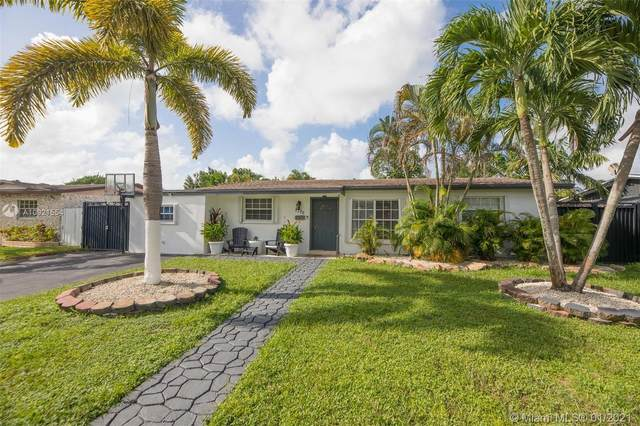 7105 Taylor St, Hollywood, FL 33024 (MLS #A10921554) :: Carole Smith Real Estate Team