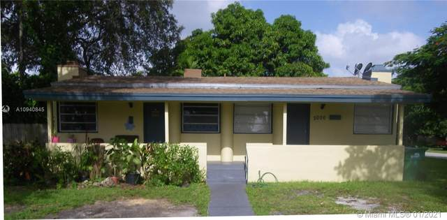 2004 SW 58th Ct, Miami, FL 33155 (MLS #A10940845) :: Berkshire Hathaway HomeServices EWM Realty