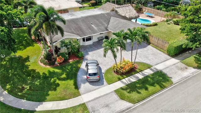 5800 Pine Ter, Plantation, FL 33317 (MLS #A10944993) :: Patty Accorto Team