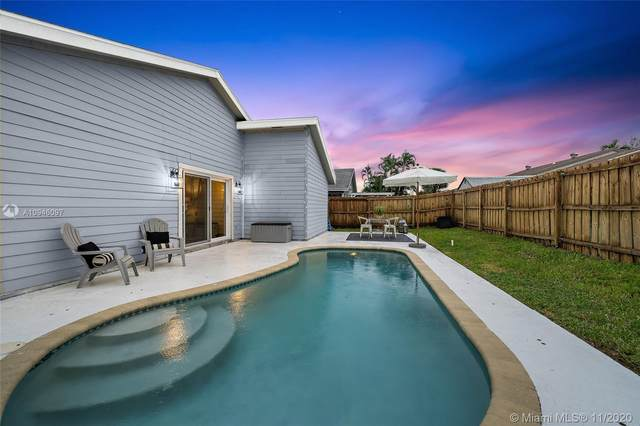 6135 S Drake St, Jupiter, FL 33458 (MLS #A10946097) :: Carole Smith Real Estate Team