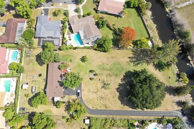 14300 NW 77th Ct, Miami Lakes, FL 33014 (MLS #A10951326) :: Castelli Real Estate Services