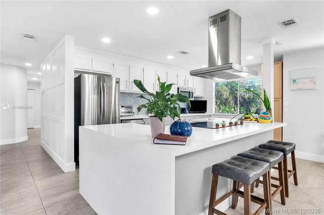 7830 NW 40th St, Davie, FL 33024 (MLS #A10963855) :: Miami Villa Group