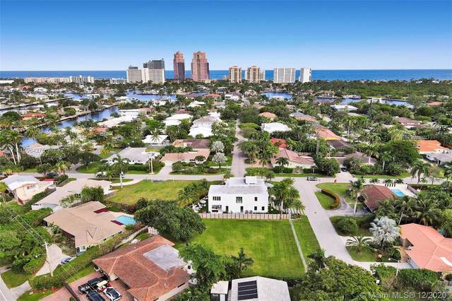 2733 NE 22nd St, Fort Lauderdale, FL 33305 (MLS #A10964275) :: Albert Garcia Team