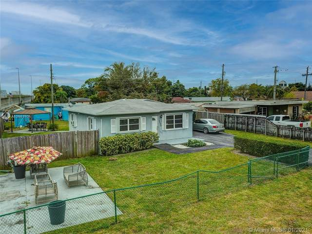 6226 Taylor St, Hollywood, FL 33024 (MLS #A10981805) :: Miami Villa Group