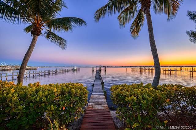 1692 NE Seahorse Pl, Jensen Beach, FL 34957 (MLS #A10993829) :: Castelli Real Estate Services