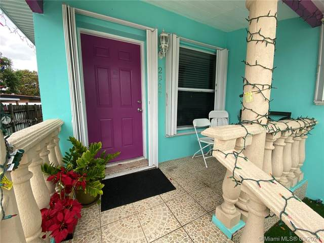 2925 SW 4th St, Miami, FL 33135 (MLS #A10998776) :: Podium Realty Group Inc