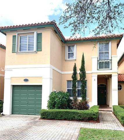 14362 NW 83rd Ave, Miami Lakes, FL 33016 (MLS #A11000542) :: The Paiz Group