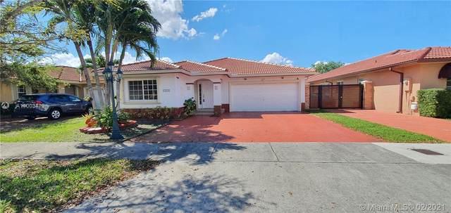 14426 NW 88th Ave, Miami Lakes, FL 33018 (MLS #A11003479) :: Douglas Elliman
