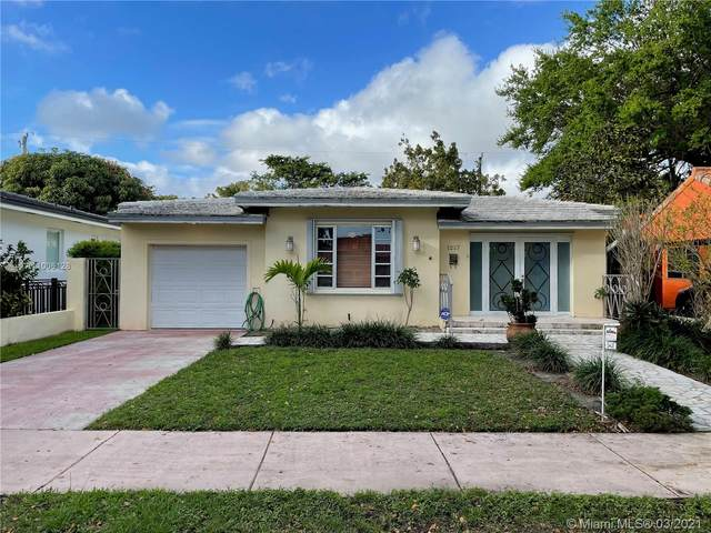 1217 Aguila Ave, Coral Gables, FL 33134 (MLS #A11006128) :: Castelli Real Estate Services