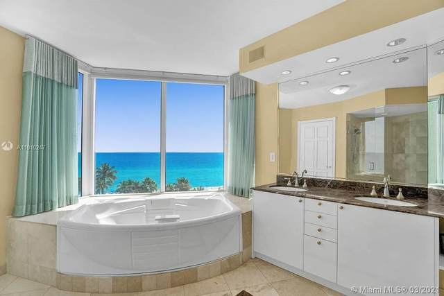 17555 Collins Ave #801, Sunny Isles Beach, FL 33160 (MLS #A11010247) :: The Riley Smith Group