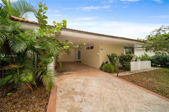 1567 Plasentia Ave, Coral Gables, FL 33134 (MLS #A11012629) :: The Jack Coden Group