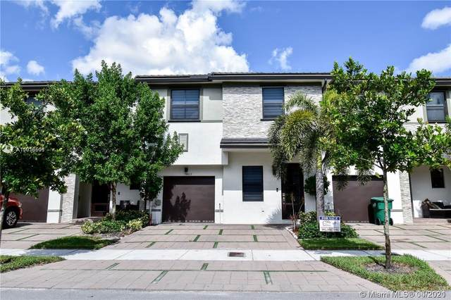 16017 NW 91st Ct, Miami Lakes, FL 33018 (MLS #A11016501) :: The Paiz Group