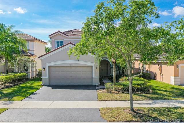 1186 Chinaberry Dr, Weston, FL 33327 (MLS #A11017262) :: The Jack Coden Group