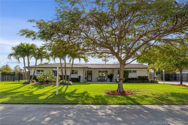 12140 SW 99th Ave, Miami, FL 33176 (MLS #A11021905) :: The Jack Coden Group