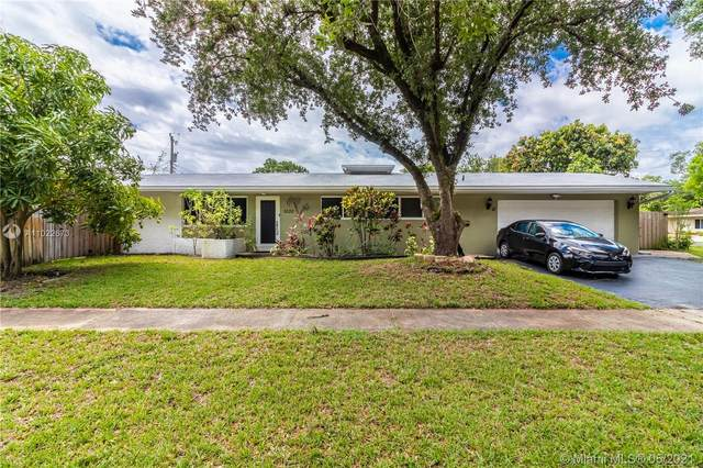 5520 SW 3rd Ct, Plantation, FL 33317 (MLS #A11022673) :: The Riley Smith Group