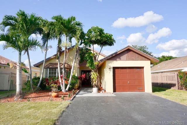 9613 NW 45th St, Sunrise, FL 33351 (MLS #A11022812) :: The Paiz Group