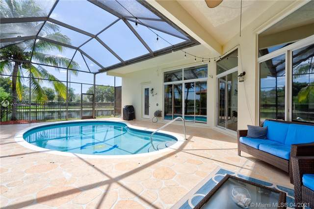 2893 Oakbrook Dr, Weston, FL 33332 (MLS #A11023621) :: The Howland Group