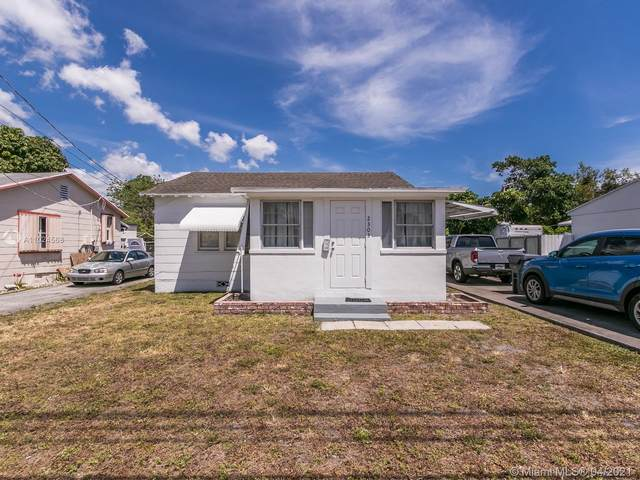 2303 Johnson St, Hollywood, FL 33020 (MLS #A11024568) :: The Howland Group
