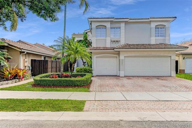 7301 NW 107th Pl, Doral, FL 33178 (MLS #A11036247) :: The Riley Smith Group
