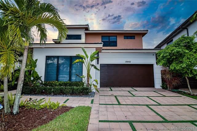 15442 NW 88th Ct, Miami Lakes, FL 33018 (MLS #A11037795) :: Berkshire Hathaway HomeServices EWM Realty