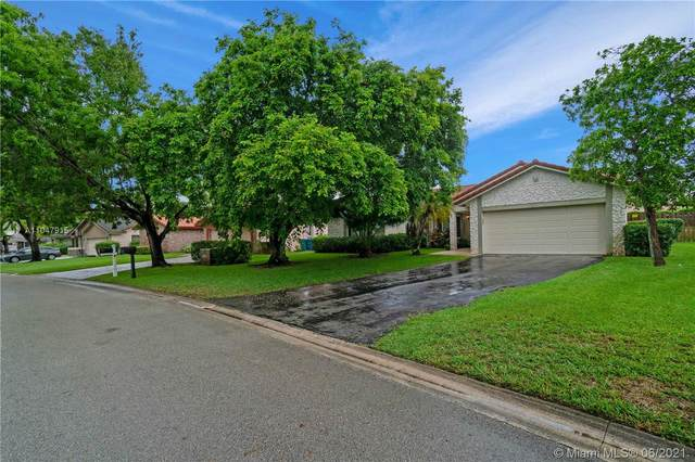 651 NW 111th Way, Coral Springs, FL 33071 (MLS #A11047915) :: The Riley Smith Group