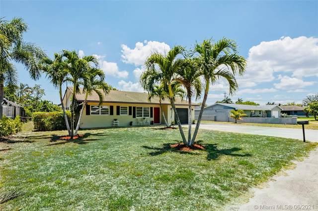 3100 Emerald Lane, Lake Worth, FL 33462 (MLS #A11050487) :: Team Citron