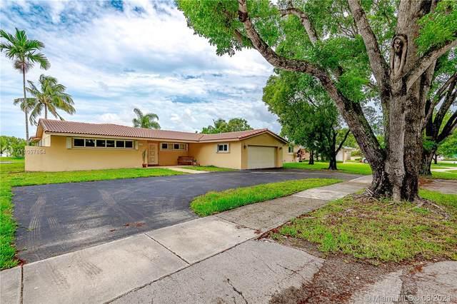 7240 Poinciana Ct, Miami Lakes, FL 33014 (MLS #A11057854) :: Rivas Vargas Group