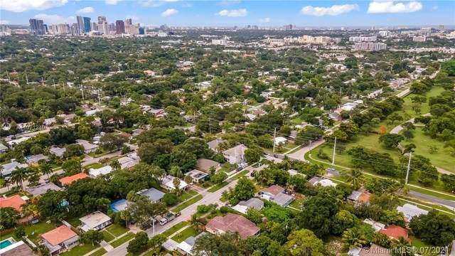 905 SW 21st St, Fort Lauderdale, FL 33315 (MLS #A11071240) :: Castelli Real Estate Services