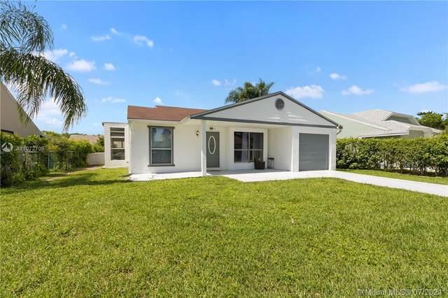 8257 Cedar Hollow Ln, Boca Raton, FL 33433 (#A11072709) :: Posh Properties