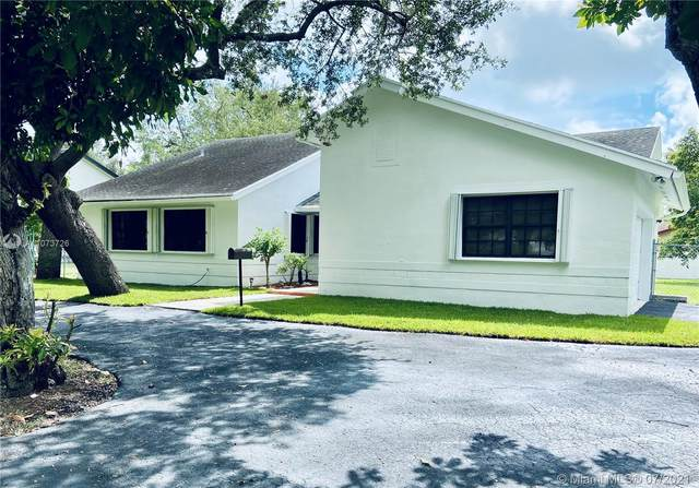 15221 SW 89th Ave, Palmetto Bay, FL 33157 (MLS #A11073726) :: The Teri Arbogast Team at Keller Williams Partners SW