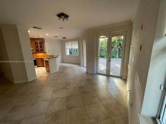 8512 NW 110th Pl, Doral, FL 33178 (#A11090906) :: Posh Properties